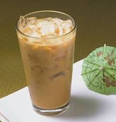 Un tradicional vaso de té helado thai