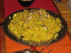 Arroz con carne y frutos al estilo árabe