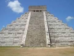 Pirámide de Kukulcán en Chichen Itzá, Yucatán, México