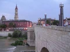 Puente de Piedra y La Seo de Zaragoza