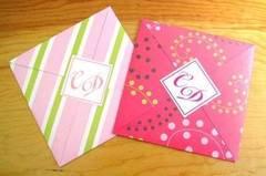 Tarjetas de boda en papeles decorados