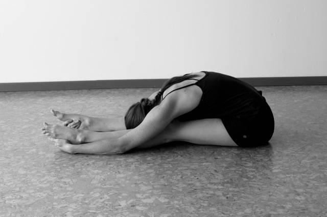 Ejercicio De Yoga Para Calmar El Dolor De Ciática Innatia Com