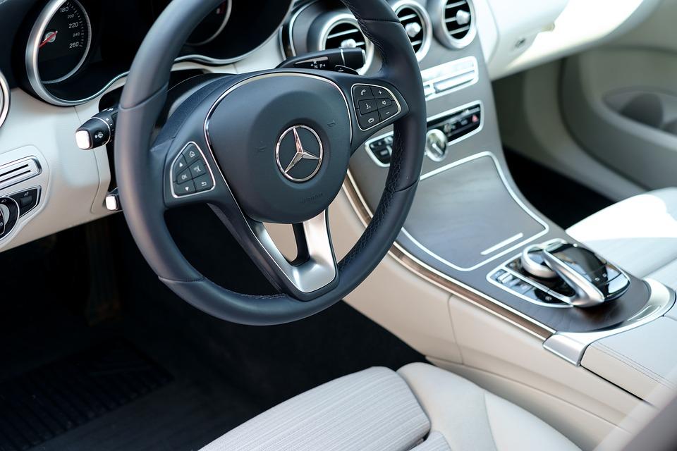 Los mejores trucos para limpiar tu coche - Trucos para limpiar cristales ...