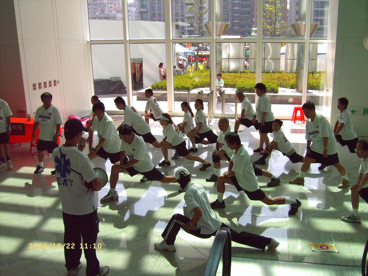 Rutina de calentamiento para niños: ejercicios de gimnasia y juegos ...