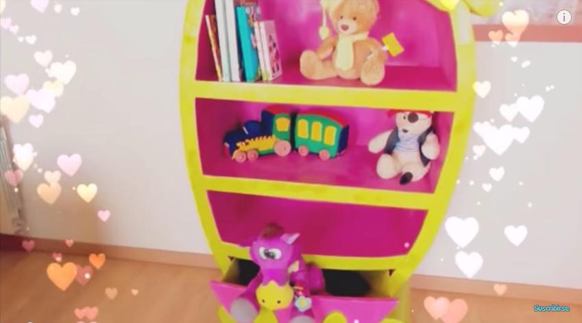 Mueble de cartón para guardar los juguetes en el cuarto de los niños