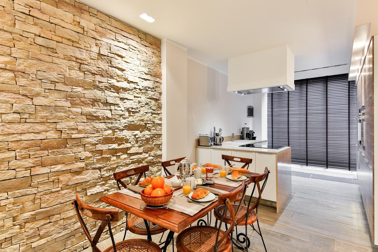 Sal n con cocina abierta integrada c mo decorarlo for Decoracion de cocinas sencillas y economicas