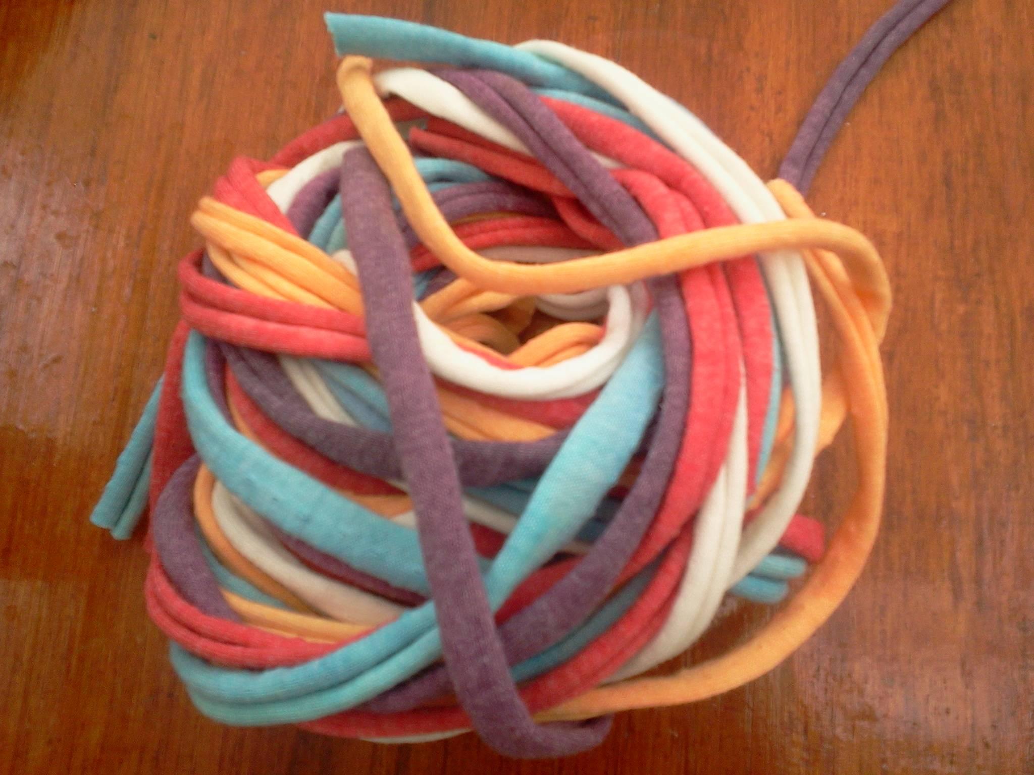 C mo tejer a crochet con materiales reciclados - Cosas de trapillo faciles ...